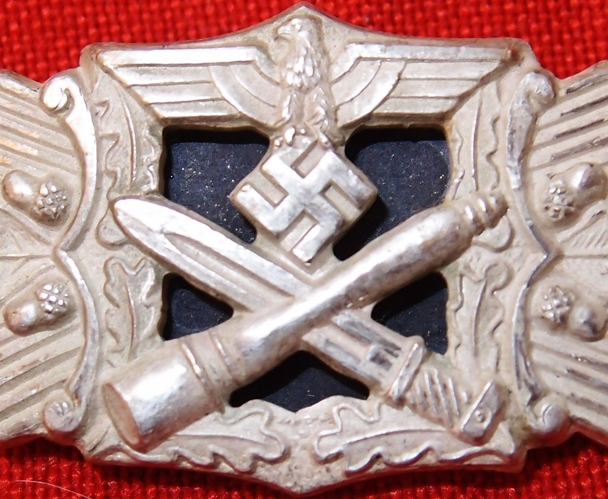 **SOLD** WW2 GERMAN ARMY SS CLOSE COMBAT BAR IN SILVER