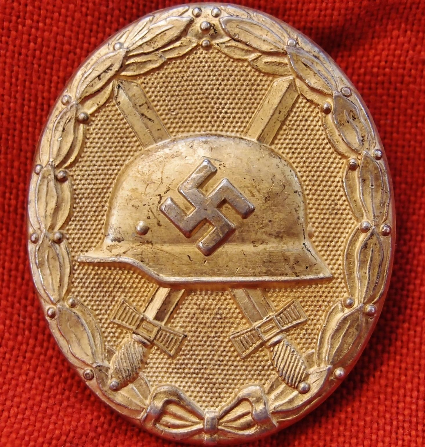 **SOLD** WW2 GERMAN WOUND BADGE IN GOLD