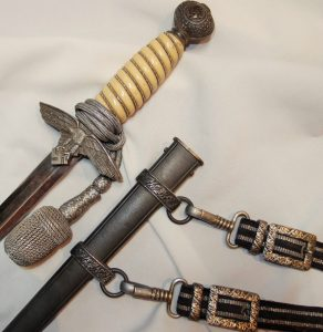 WW2 NAZI GERMANY LUFTWAFFE 2ND PATTERN DAGGER WITH SCABBARD, KNOT & HANGERS