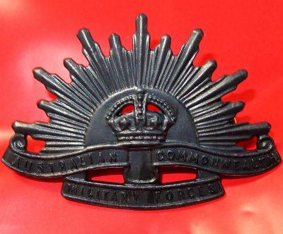 AUSTRALIAN ANZAC WW1 & WW2 RISING SUN UNIFORM HAT OR CAP BADGE MEDAL