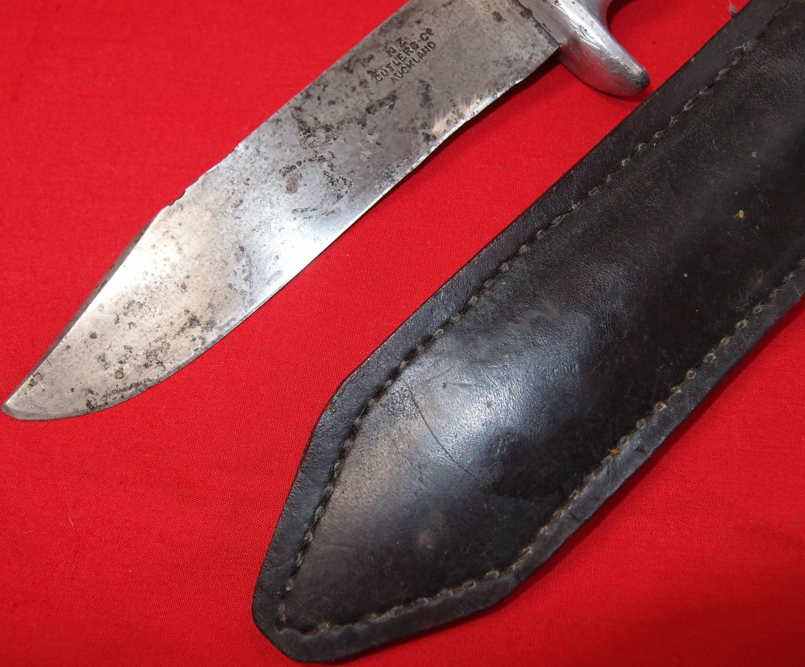 WW2 AUSTRALIAN & NEW ZEALAND ARMY CAST COMMANDO FIGHTING KNIFE NAMED – RARE