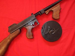 REPLICA MODEL 1928 THOMSON SUB MACHINE GUN 'CHICAGO TYPEWRITER' BY DENIX