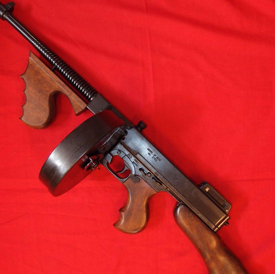 REPLICA MODEL 1928 THOMSON SUB MACHINE GUN 'CHICAGO TYPEWRITER' BY DENIX