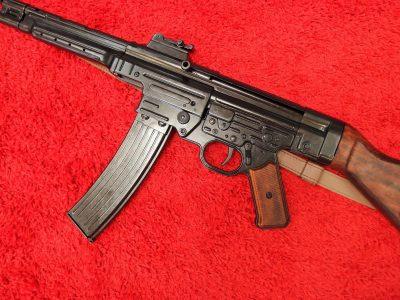 DENIX WW2 REPLICA GERMAN STG 44 SUB MACHINE GUN