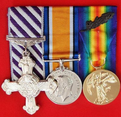 REPLICA WW1 DISTINGUISHED FLYING CROSS & PAIR MEDALS MOUNTED