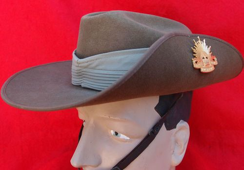 AUSTRALIAN ARMY SLOUCH HAT FOR ANZAC DAY PARADE WITH RISING SUN BADGE
