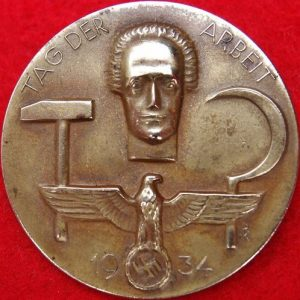 NAZI PARADE TINNIE BADGE 1934 DAY OF WORK