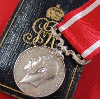 rare-british-sea-gallantry-medal-in-silver-ss-volturno-disaster-case