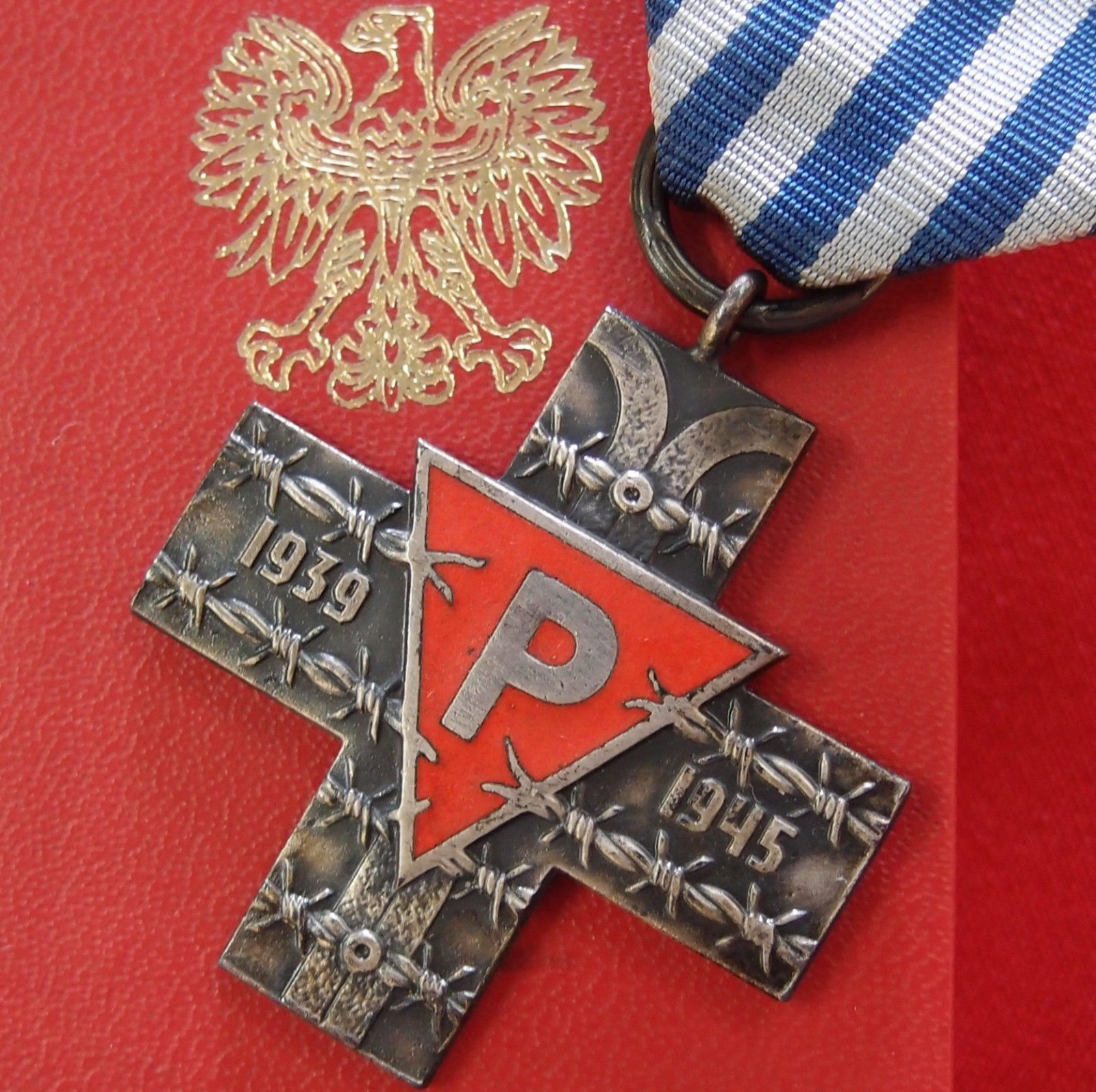 **SOLD** WW2 AUSCHWITZ CONCENTRATION CAMP COMMEMORATIVE CROSS IN CASE –  POLAND