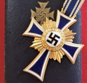 WW2 NAZI GERMANY MOTHERS CROSS IN GOLD WITH PRESENTATION CASE BY R. HAUSCHILD