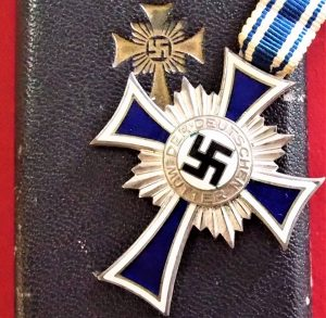 WW2 NAZI GERMANY MOTHERS CROSS IN SILVER WITH PRESENTATION CASE BY PAUL MEYBAUER