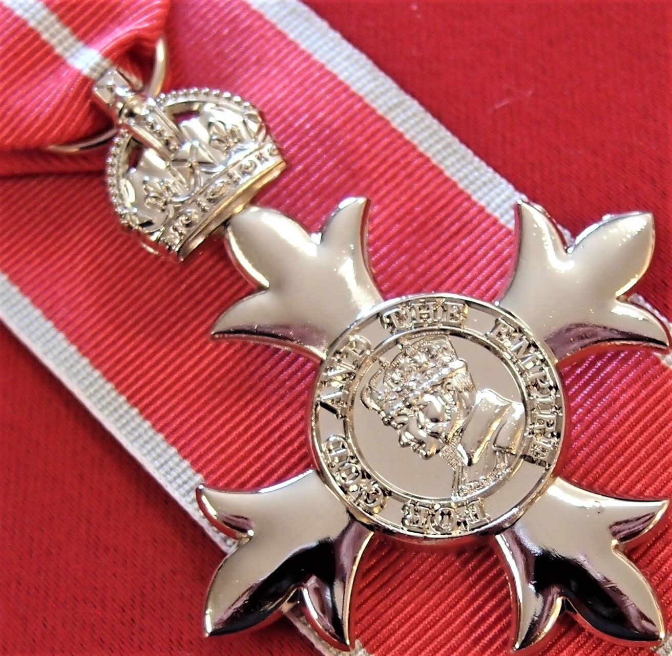 MBE MILITARY WW2 AUSTRALIAN ORDER OF THE BRITISH EMPIRE MEDAL REPLICA ANZAC WW2