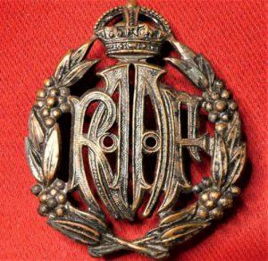 WW2 ROYAL AUSTRALIAN AIR FORCE UNIFORM CAP BADGE R.A.A.F.