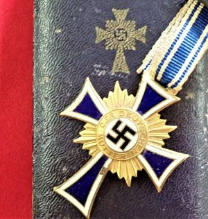 WW2 NAZI GERMANY MOTHERS CROSS IN GOLD WITH PRESENTATION CASE