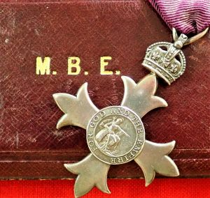 VINTAGE WW1 BRITISH MEMBER OF THE ORDER OF THE BRITISH EMPIRE TYPE 1 1917 MEDAL CASED