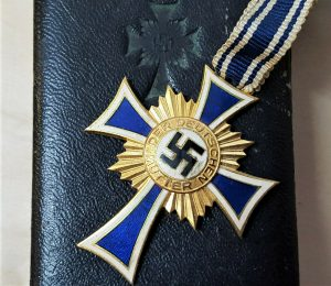 WW2 NAZI GERMANY MOTHERS CROSS IN GOLD WITH PRESENTATION CASE BY FRANZ REISCHAUER, OBERSTEIN