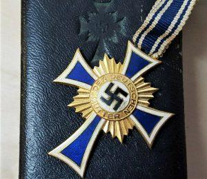 WW2 NAZI GERMANY MOTHERS CROSS IN GOLD WITH PRESENTATION CASE BY FRANZ REISCHAUER, OBERSTEIN