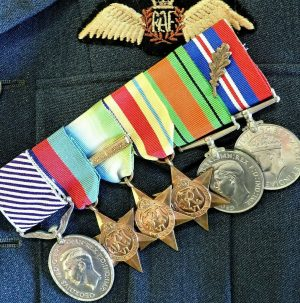 WW2 R.A.F DISTINGUISHED FLYING MEDAL GROUP 6 MEDALS MOSQUITO NAVIGATOR 128 SDN