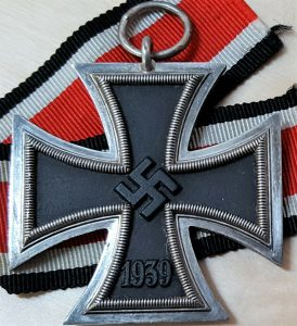 WW2 GERMAN IRON CROSS 2ND CLASS FOR BRAVERY IN COMBAT