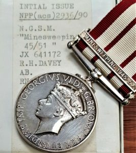 NAVAL GENERAL SERVICE MEDAL RARE CLASP MINE SWEEPING 1945-51 R.H DAVEY JX641172