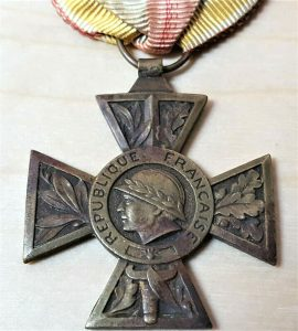 WW1 FRENCH CROSS OF THE COMBAT VOLUNTEER 1914-1918 MEDAL