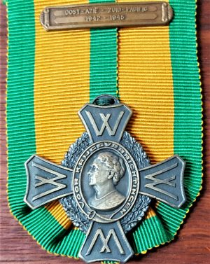 WW2 DUTCH NETHERLANDS COMMEMORATIVE WAR CROSS SOUTH PACIFIC 1942-45 MEDAL