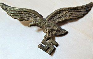 WW2 GERMAN LUFTWAFFE UNIFORM CAP OR TUNIC BRASS METAL EAGLE