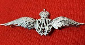 WW2 ROYAL AIR FORCE RAF PILOT SWEET HEART BADGE