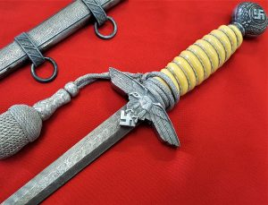 WW2 GERMAN LUFTWAFFE OFFICERS 2ND PATTERN DAGGER & SCABBARD WITH FAUX DAMASCUS BLADE