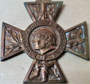VINTAGE WW1 ERA FRENCH VOLUNTEERS COMBATTANTS SERVICE MILITARY CROSS MEDAL