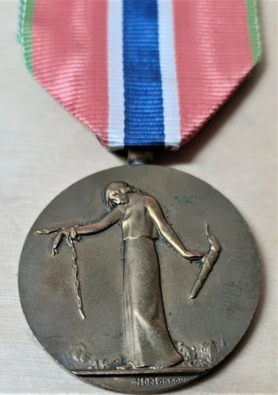 VINTAGE WW1 FRENCH CIVILIAN PRISONERS & HOSTAGES OF THE GERMANS SERVICE MEDAL