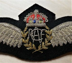 C.WW2 ROYAL CANADIAN AIR FORCE BULLION WOVEN PILOT QUALIFICATION WINGS BADGE