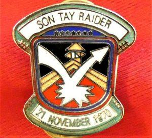 US VIETNAM WAR ERA UNIT DISTINCTIVE INSIGNIA ENAMEL BADGE SON TAY RAIDER