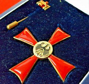 VINTAGE POST WW2 CASED GERMAN BUNDESREPUBLIC ORDER OF MERIT CROSS 1ST CLASS S&L