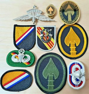 VINTAGE US NAVY & ARMY UNIFORM SPECIAL FORCES PATCHES & BADGES