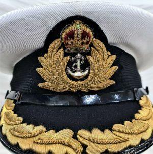 NAMED POST WW2 ROYAL NAVY COMMANDER SUMMER TOP UNIFORM PEAKED CAP LESLIE REEVE