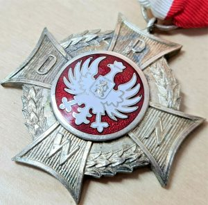 WW2 POLAND CROSS OF THE POLISH RESISTANCE ORGANISATION & INDEPENDENCE MEDAL