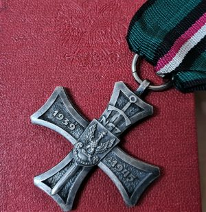 WW2 POLAND NATIONAL MILITARY ACTION CROSS MEDAL & CASE