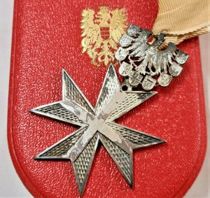 POST WW2 REPUBLIC OF AUSTRIA CROSS OF MERIT IN SILVER MEDAL IN CASE OF ISSUE