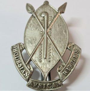 POST WW2 VINTAGE RHODESIAN ARMY AFRICAN RIFLES UNIFORM CAP BADGE FIRMIN LONDON